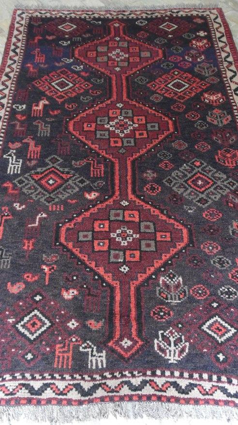 Tapete Artesanal Rústico Assimétrico Shiraz Iran 200 pontos 2,32 x 1,48 = 3,43 m² código 300-01146 R$ 2.160,00 a peça em 06x ou R$ 2.023,00 a peça à vista..